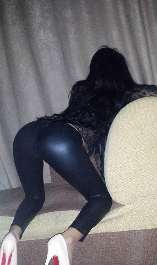 bruneta focoasa te invit la mine acasa pt o ora de sex