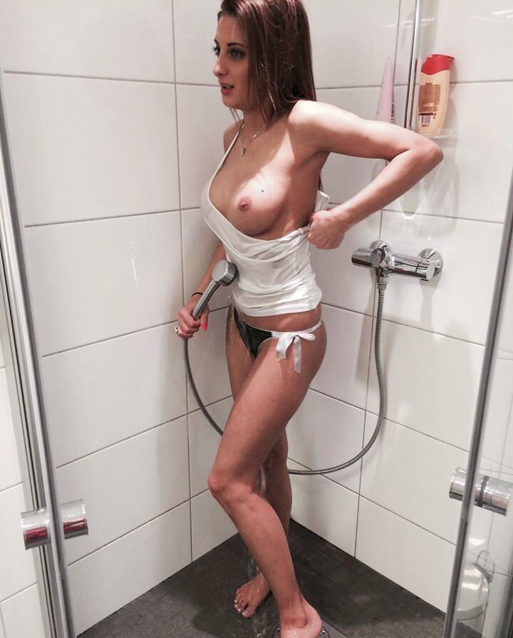 bruneta sexi ofer sex